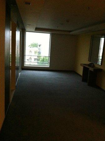 Holiday Inn Express Ahmedabad: The Lift Lobby on the III Floor
