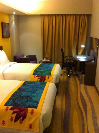 Holiday Inn Express Ahmedabad: The Bedroom's View (1)