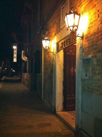 Hotel Pausania: Hotel entrance