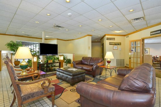 Lamplighter Inn & Suites South: Lobby