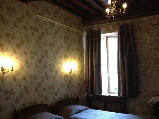 Hotel de la Cloche: Guest Room 3 - second floor