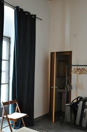 Hostel El Antiguo Convento: Window in the room