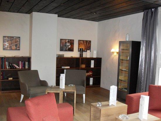 Sunstar Alpine Hotel Arosa: le fumoir bibliothèque