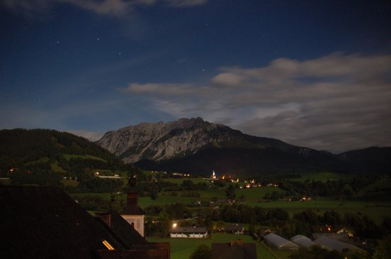 Hotel Schloss Thannegg : Blick aus dem Turmzimmer bei Nacht.