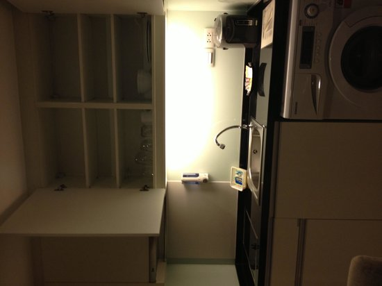 Adelphi Grande Sukhumvit by Compass Hospitality: Kitchenette