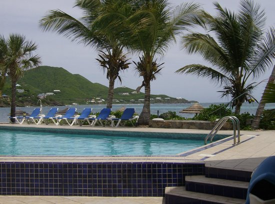Divi Carina Bay All Inclusive Beach Resort: View of the big pool overlooking the beach and water