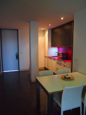 Cosmo Apartments Sants : ダイニング・キッチン
