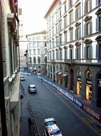 Tourist House Vittorio Ricci : バルコニーからドゥオーモの方を向いたとき