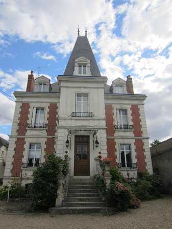 Manoir du Parc (behind the wall)