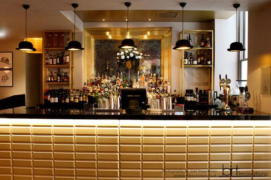 Mansion Bar and Parlour: Main Bar