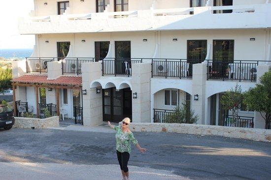 Hotel Oceanis: Центральный вход.