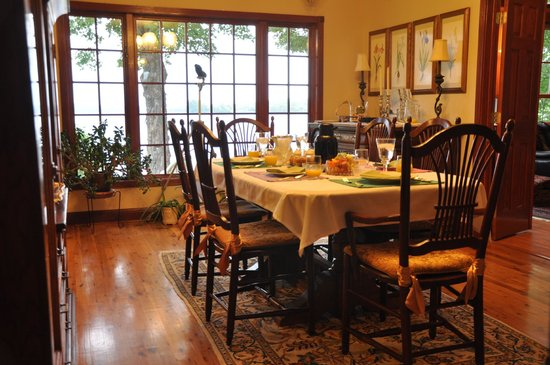 Green Heron Bed and Breakfast: The Dining Room