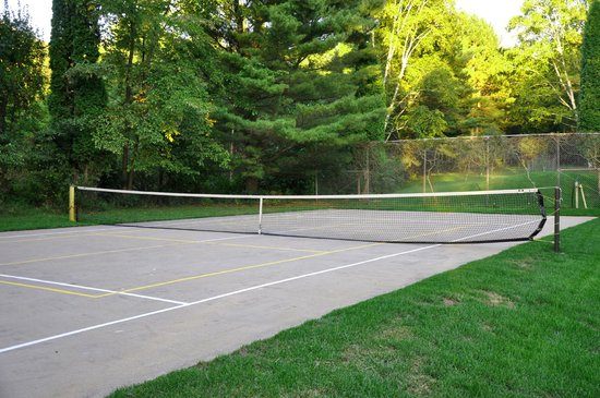 Green Heron Bed and Breakfast: Pickle Ball Court