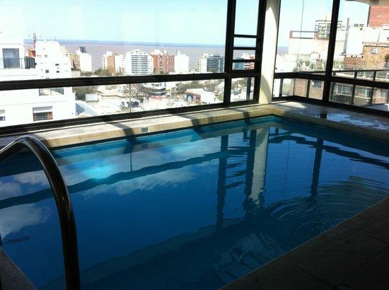 Tryp Montevideo Hotel: Piscina