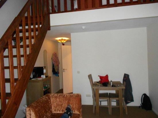 Hotel Dolores: huiskamer met daarboven slaapkamer