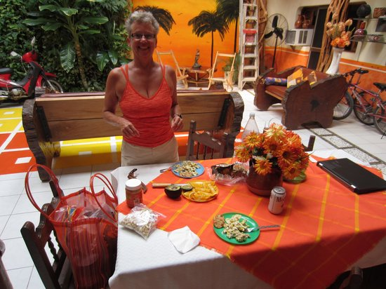 Hotel Tonala : Making a lunch outside the kitchen