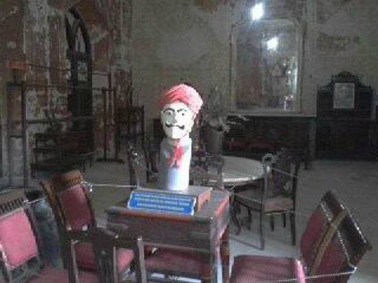 Prag Mahal Palace: The Kings turban, and the mannequin he ties it on!