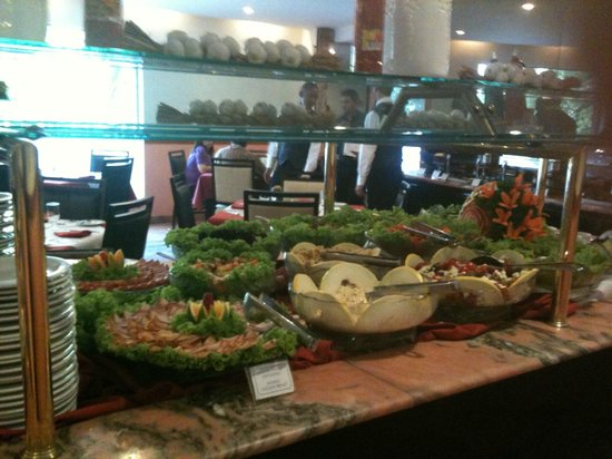 Hotel Novo Mundo: Almoço farto