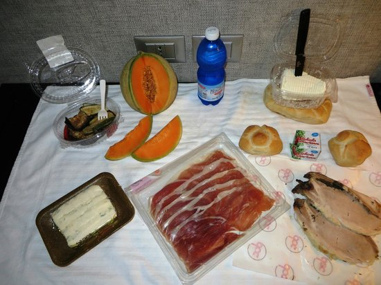 Fiume Hotel: 20 Euro feast from gourmet food shops