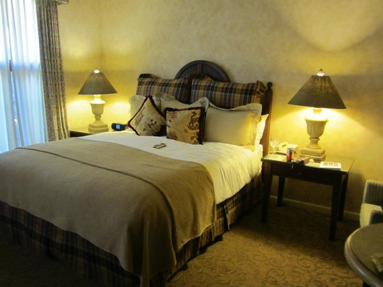 Vintners Inn: A view of the room