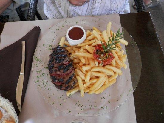 Hotel Restaurant La Fregate: Magret de pato, demasiadas patatas!!