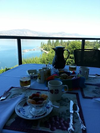 Paradise Cove Guest House: Just an example of breaky, every morning was different