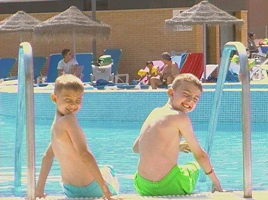 Hotel Neptuno: lovely pool...empty