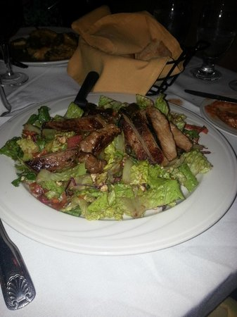 Marisa's Ristorante: Salad with Chicken special