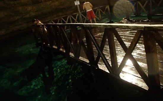 Multum Ha Cenote: Plataforma tipo muelle para lanzarte clavados
