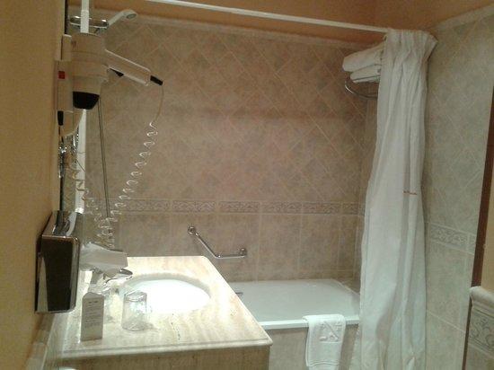 Hotel Horus Zamora: Cuarto de baño fantástico