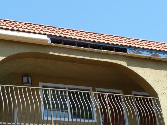 BEST WESTERN San Diego/Miramar Hotel: roof above room