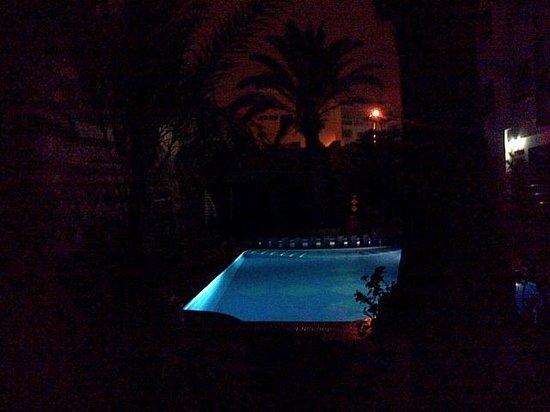 The Atlantic Hotel: La piscine de l'Hotel, de nuit