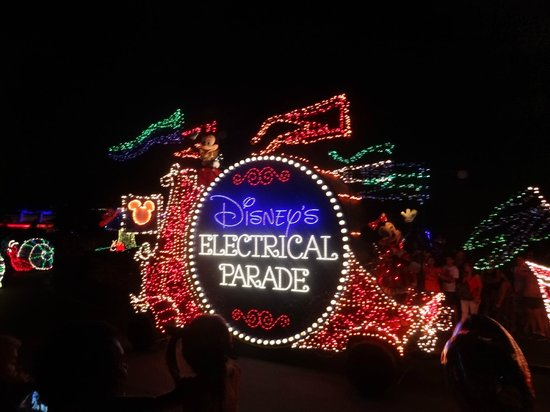 Doubletree by Hilton Orlando at SeaWorld: magic kingdom electric parade