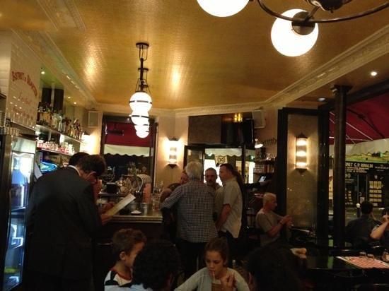 Le Bariole: super petit bar Resto très animé. bonne pitance