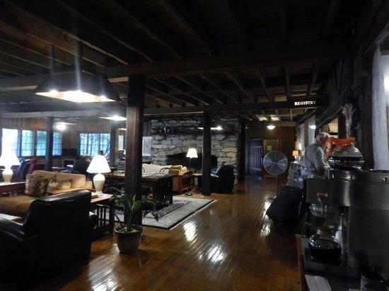 Fryemont Inn: lobby