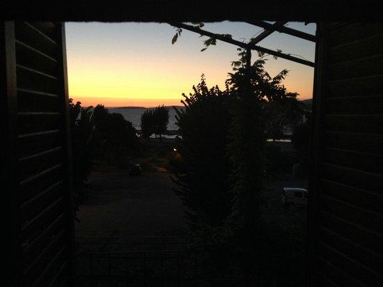 B&B L'Emporio: il tramonto sul lago fotografato dal letto della nostra stanza