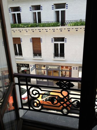 Danemark Hotel: View onto rue Vavin from hotel room