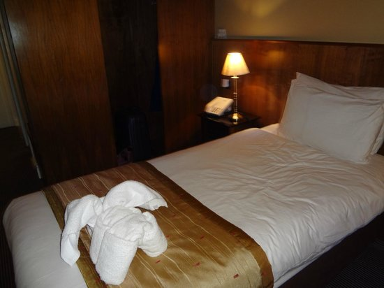 The Central Hotel: single rm.(rm 230). fresh towels daily.