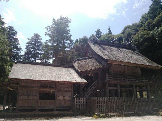 Kamosu Shrine: 神社