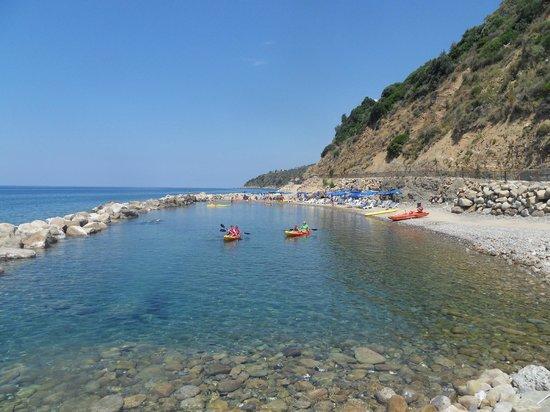 Villaggio Camping Costa del Mito: plage privé en bas