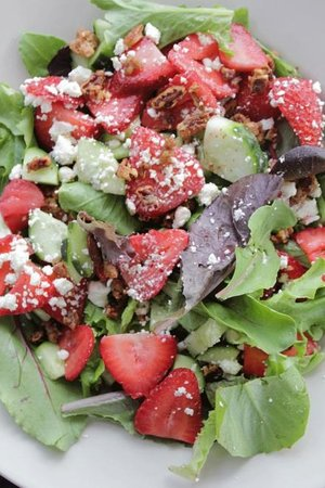 Main Street Cafe: Lisa's Strawberry Salad