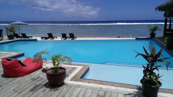 Manuia Beach Resort: Manuia Beach pool