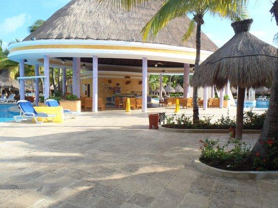 IBEROSTAR Paraiso Del Mar: Bar à crème glacée près des piscines