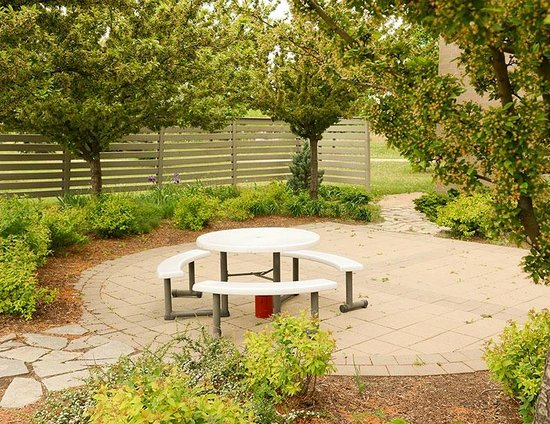 Residence & Conference Centres - Niagara on the Lake: Patio