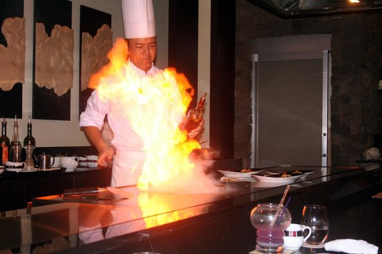 Okinawa Spa Resort EXES : レストラン「天」でステーキコース料理。牛のサーロイン、フィレも美味しいですが、沖縄豚も是非!
