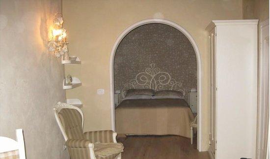 Monica Lercari Rooms: Madonnina Suite