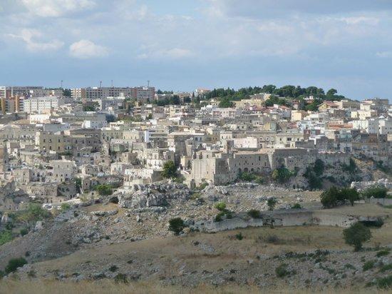 ซัสสิดิมาเทรา: Blick aus dem Parco della Murgia auf Matera