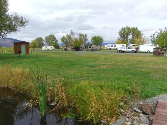 Grande Hot Springs RV Resort: View of Campsite