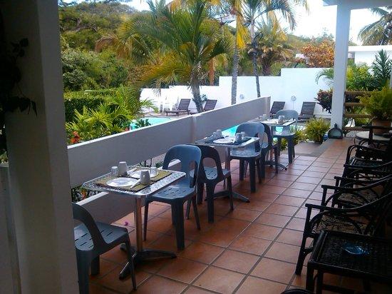 Villa Osumare Guest House: petit baranda