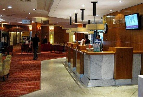 Newcastle Gateshead Marriott Hotel MetroCentre: hotel reception area